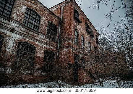 Dark And Creepy Abandoned Haunted Mental Hospital In Winter