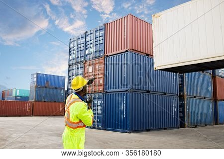 Dock Shipping Foreman Control Loading Containers Box From Cargo Stack Container For Import Export, B