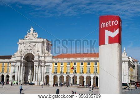 Lisbon, Portugal - 8 March 2020: Subway Station Sign And Arco Da Rua Augusta