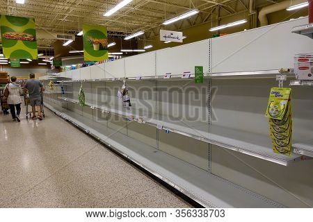 Orlando, Fl/usa-3/14//20: Empty Paper Towel And Toilet Paper Display Shelves At A Publix Grocery Sto