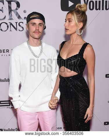 LOS ANGELES - JAN 27:  Justin Bieber and Hailey Bieber {Object} arrives for the Premiere Of YouTube Originals'