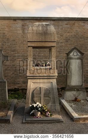 Venice/italy - October 13, 2019: Grave Of Famous Russian Ballet Impresario Serge Diaghilev At The Gr