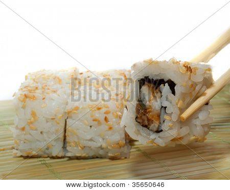 Spicy tuna sushi roll