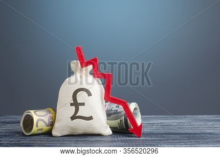 Pound Sterling Money Bag And Red Arrow Down. Capital Flight, High Risks. Costs Expenses. Crisis, Los