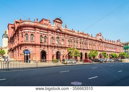 Colombo,sri Lanka - February 18,2020 - Historic Cargills Building In The Streets Of Colombo. Colombo