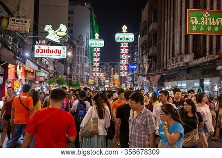 Bangkok, Thailand, January 12 2020: Chinatown Or Yaowarat Street View With Locals And Tourists Come