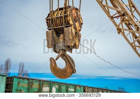 Industrial Crane Hook Arm Industrial Construction Mobile Crane Arm Hook Pulley Section.