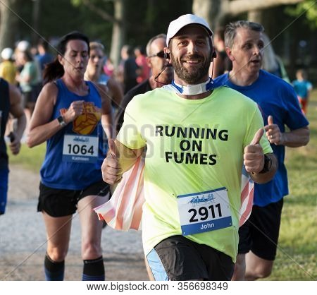North Babylon, New York, Usa - 8 July 2019: Runner Racing A 5k At A State Park Gives Two Thumbs Up A