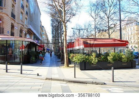 Paris, France. March 15. 2020.  Restaurants On The Champs Elysees. Closed For Containment Because Of