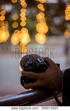 Dslr Camera On Bokeh Background - Black Dslr Camera With Bokeh Lights Photo And Camera City Lights B