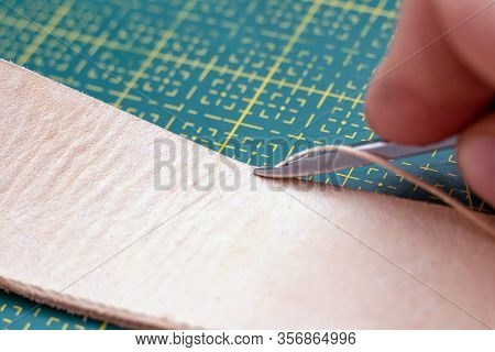 Beveling Edge On The Leather Stripe With Beveler