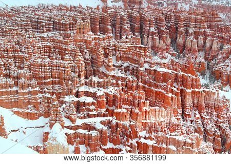 Cold Winter Day: Hoodoos In Bryce Canyon Nationalpark In Winter / Usa