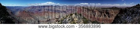 Panoramic view: Grand Canyon Nationalpark / Rim Trail / South Rim on a wonderful day with a clear bl