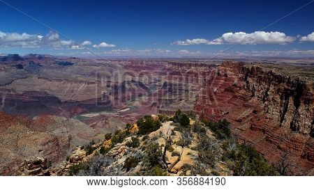 Beautiful View: Grand Canyon Nationalpark / Rim Trail / South Rim On A Wonderful Day With A Clear Bl