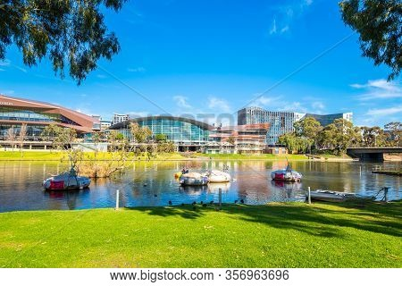 Adelaide, Australia - August 4, 2019: River Torrens With Bbq Buoys In Adelaide City Centre Viewed Ac