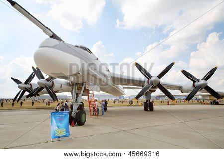 Жуковский - 12 августа: Стратегический бомбардировщик Ту 95МС на авиашоу посвященная 100-летию российского воздуха