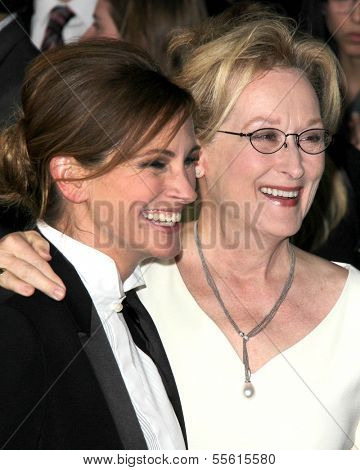 LOS ANGELES - DEC 16:  Julia Roberts, Meryl Streep at the