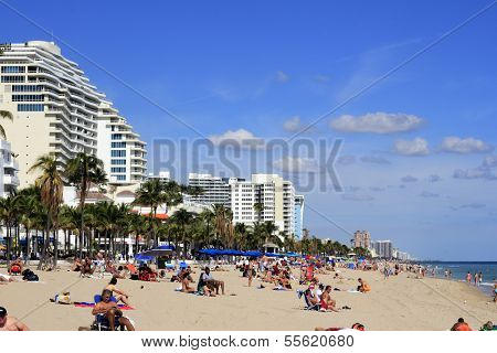 Las Olas Beach People