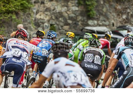 The Peloton On Alpe D'huez