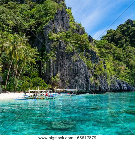 Island hopping in Palawan - Philippines.