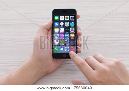 Man Holding Iphone 6 Space Gray Over The Table