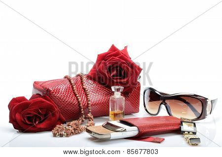 Womanish handbag for cosmetics, accessories, mobile phone, brooches, watches, perfumes, sunglasse i