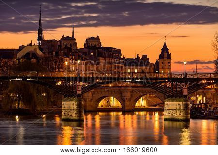 Sunrise on Ile de la Cite with view on the Pont des Arts Pont Neuf and the Seine River. 1st Arrondissement Paris France