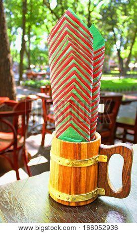 Beer mug with green and red napkins