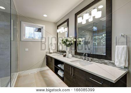 Spacious Bathroom In Gray Tones Wizth Long Vanity