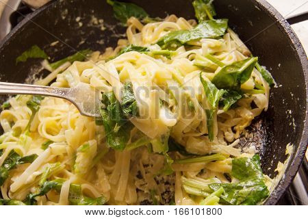 scrambled eggs with ramson on the plate