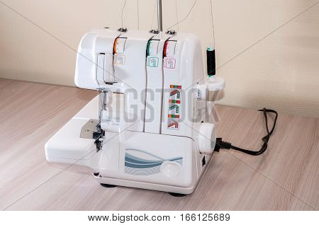 The sewing а  machine buttonhole clothing edge