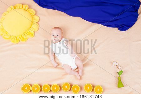 little boy under the Sun and the sky of the things oranges flower