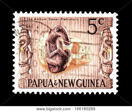 PAPUA NEW GUINEA - CIRCA 1970 : Cancelled postage stamp printed by Papua New Guinea, that shows Ambum stone.
