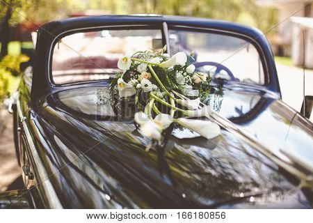 Vintage Black Car Decorated With Callas For A Wedding Trip