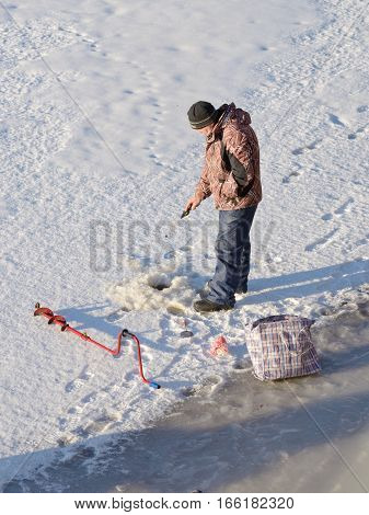 21.01.2017.21.01.2017.Russia.Saint-Petersburg.In winter the men go to the frozen river to catch fish.