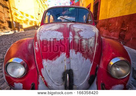 January 22 2016 San Miguel de Allende Mexico: a vintage car parked on the colonial street of the town