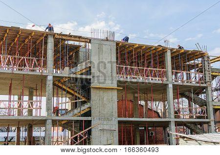 Build on the floor formwork construction team home