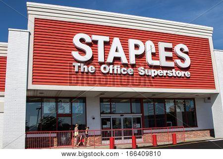 Raritan, NJ, August 27, 2016: A Staples store front.