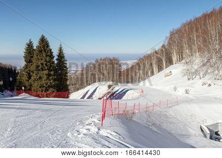 Net On The Bifurcation Of The Ski Slopes