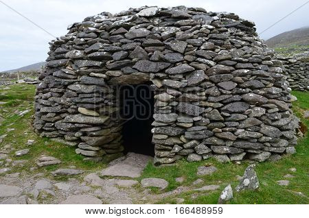 Stone hut known as a beehive hut found in Southwestern Ireland on the Dingle penninsula.