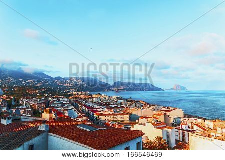 suburbs of Alicante become the travelers who decided to spend holidays on the Mediterranean Riviera no less popular than its historical center