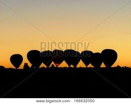 balon silüet kapadokyada çekilmiş ters ışık balonlar