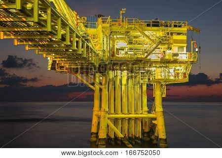 Petrolium industryOil and Gas Wellhead Remote Platform Produced gas and croud oil for sent to onshore prtrochemical plant