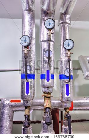Thermal insulation and pressure measurement devices on the heating pipes.