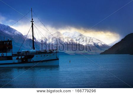 beautifulf scenic of lake wakatipu most popular traveling destination in south island new zealand