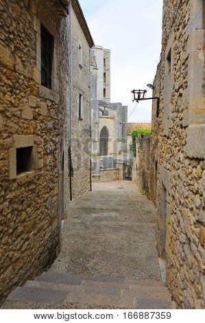 Narrow streets of the Jewish Quarter in Girona, Spain