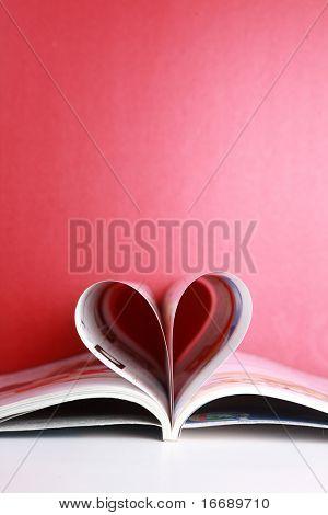 liefde magazine met rode achtergrond