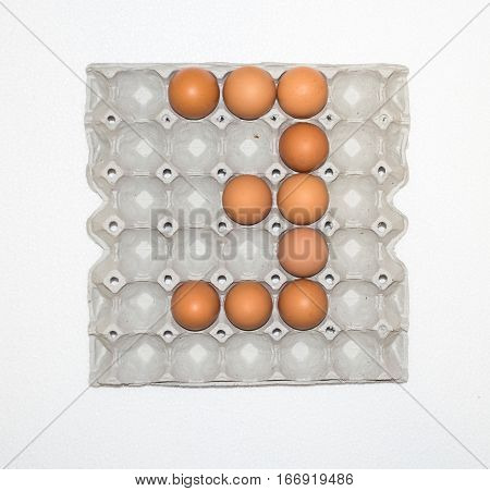 No. eggs in paper tray for marketplace