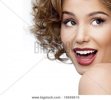 attraktive lächelnd Frau Porträt auf weißem Hintergrund