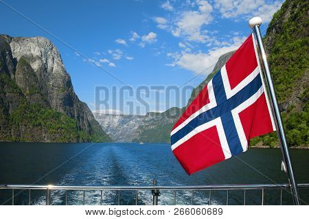 The Breathtaking Norwegian Aurlandsfjord And Naeroyfjord - Unesco Protected Fjord - Cruise (flam- Gu